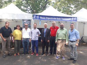 La delegación argentina junto al embajador en la muestra Zeme Zivitelka en Chequia.